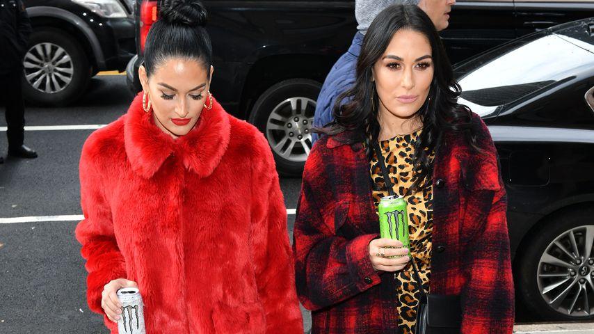 Nikki und Brie Bella bei einem Event in New York City im Dezember 2019