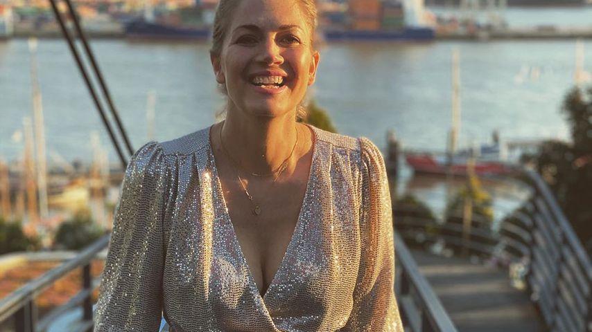 Im Glitzer-Fummel: Schwangere Nina Bott zeigt Babybauch