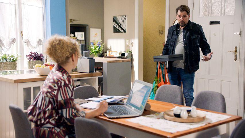 Nina (Maria Wedig) und Leon (Daniel Fehlow) in einer GZSZ-Szene