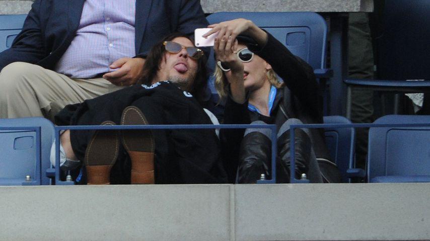 Küsse & Selfies: Diane Kruger & TWD-Norman total verliebt!