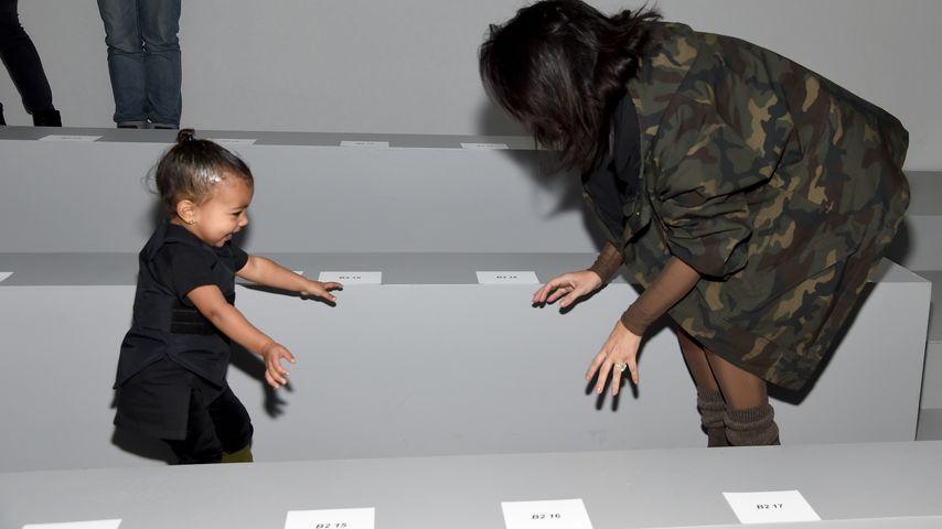 Trotz Tränen: North West hat Spaß bei Kanyes Show