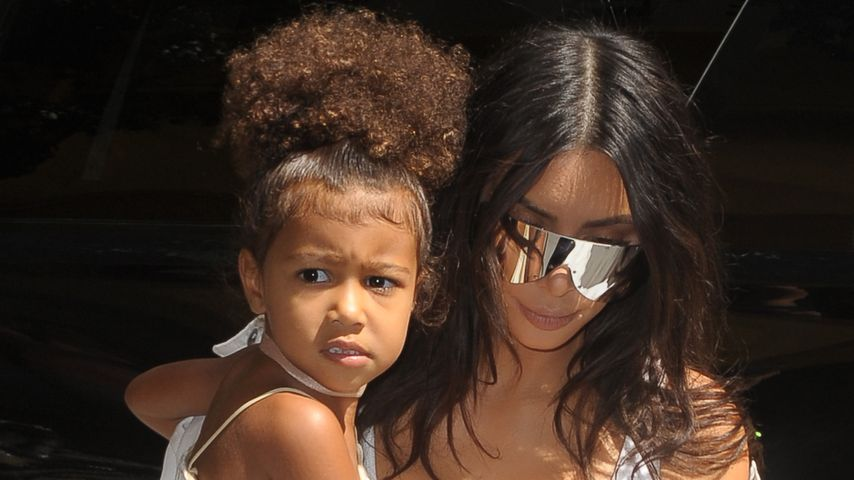 North West und Mama Kim Kardashian in New York City