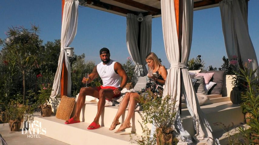 """Özcan und Jacqueline bei """"First Dates Hotel"""""""