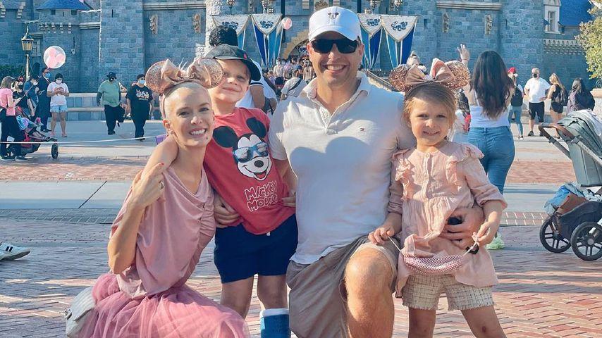 Oksana Colin Kichenko con su esposo Daniel y dos hijos