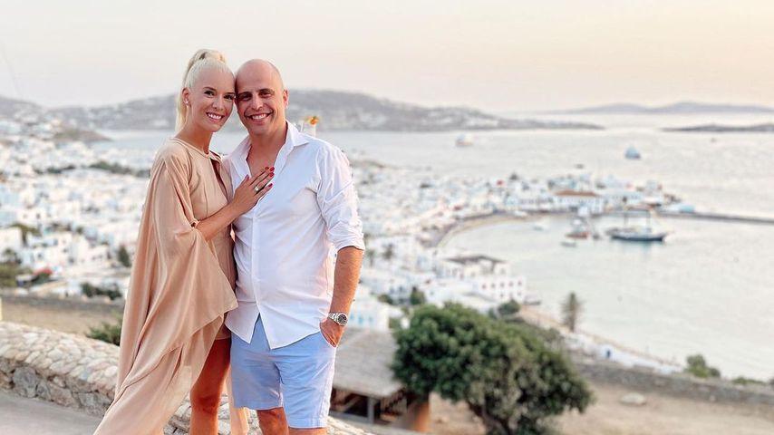 Oksana Kolenitchenko mit ihrem Mann Daniel in Griechenland