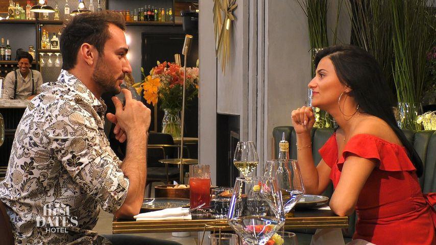 """Oleg Justus mit seinem Date Leyla bei """"First Dates Hotel"""""""
