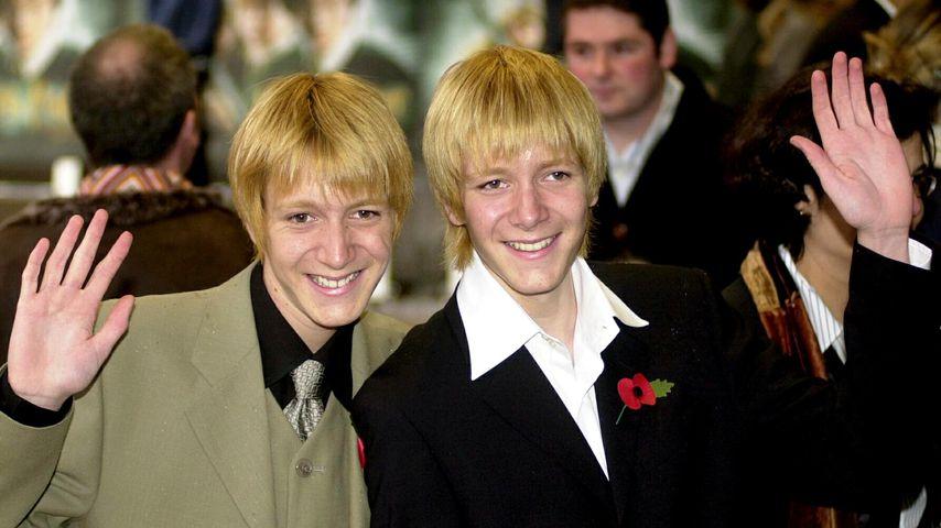 """Oliver und James Phelps bei der Premiere von """"Harry Potter und die Kammer des Schreckens"""" 2002"""