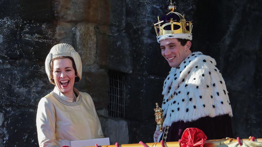 """Olivia Colman und Josh O'Connor beim Dreh von """"The Crown"""""""