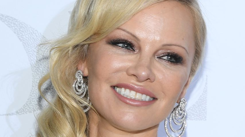 Pamela Anderson auf der Pariser Fashion Week