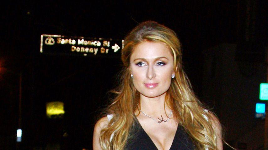 Brust-Beweis: Paris Hiltons Busen bleibt prall!