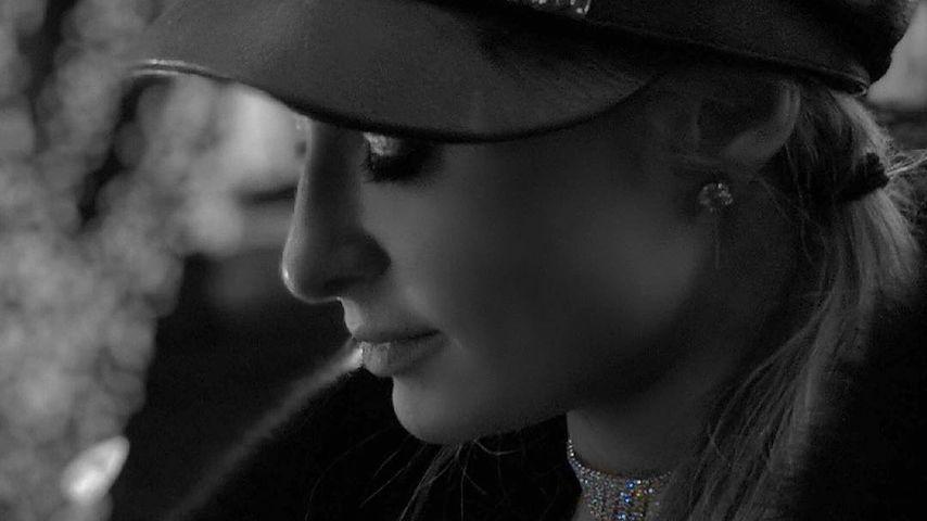 Paris Hilton mit ihrem Verlobungsring
