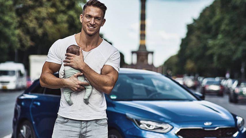 Patrick Fabian mit seiner Tochter 2019 in Berlin