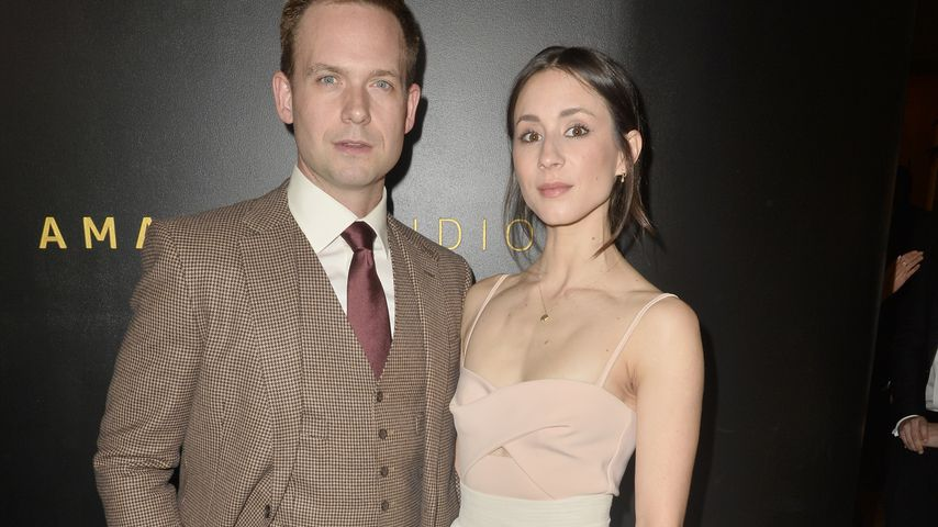 Patrick J. Adams und Troian Bellisario auf einer After-Party der Golden Globes