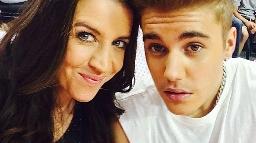 Mit Fußmassage für Mama Pattie: Justin Bieber irritiert Fans
