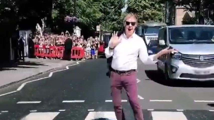 Nostalgie-Moment: Paul McCartney überquert Abbey Road!