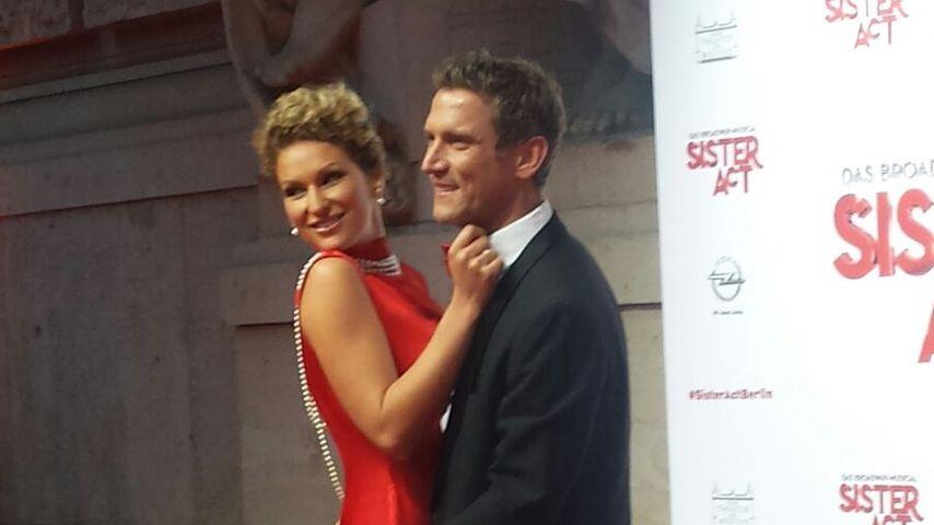 Turteln auf dem Red Carpet: Janni & Peer geben Paar-Debüt