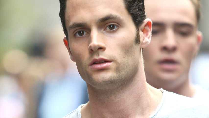 Gut gegelt! Penn Badgley mit James Dean-Frisur