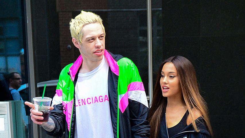 Pete Davidson und Ariana Grande spazieren durch New York