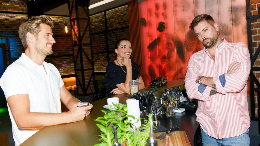 Philip (Jörn Schlönvoigt), Emily (Anne Menden) und John (Felix von Jascheroff) bei GZSZ