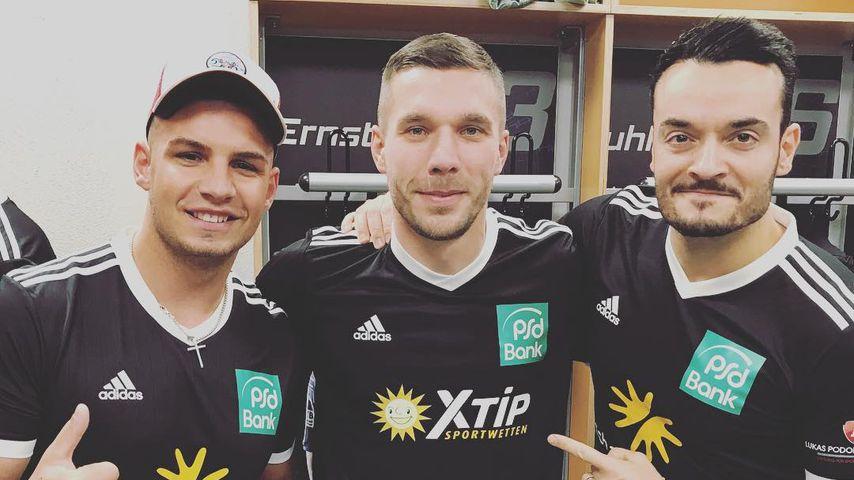 Poldi lädt ein: Diese Promis kicken für den guten Zweck