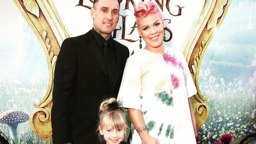 """Pink und Familie bei der Hollywoodpremiere des zweiten """"Alice im Wunderland""""-Teils im Mai 2016"""