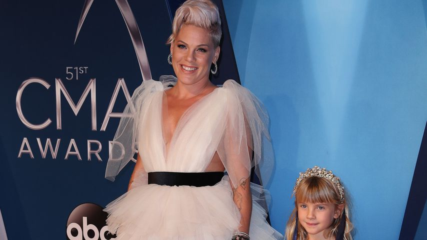 Pink und Willow Sage Hart bei den CMA Awards in Nashville
