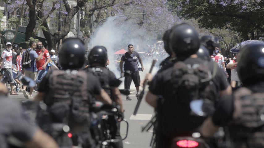 Polizeieinsatz bei Diego Maradonas Totenwache