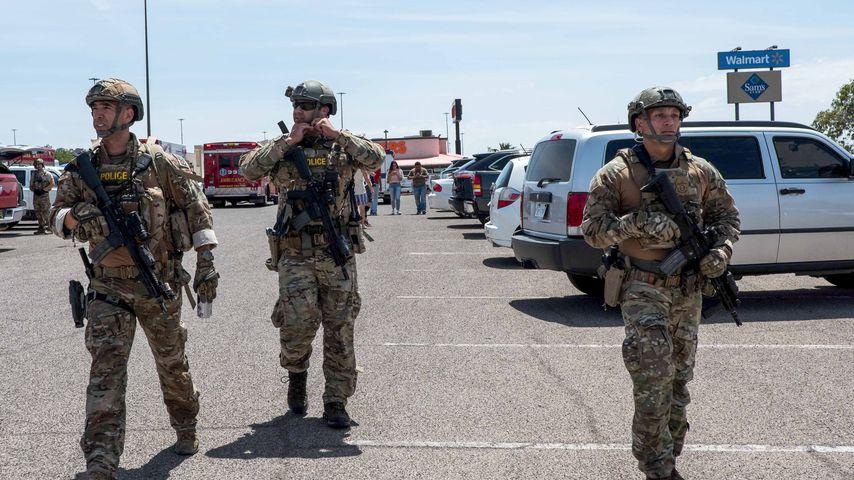 Polizeikräfte vor dem Walmart in El Paso