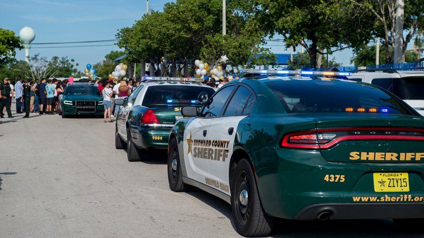 Polizeiwagen vor dem Todesort von XXXTentacion