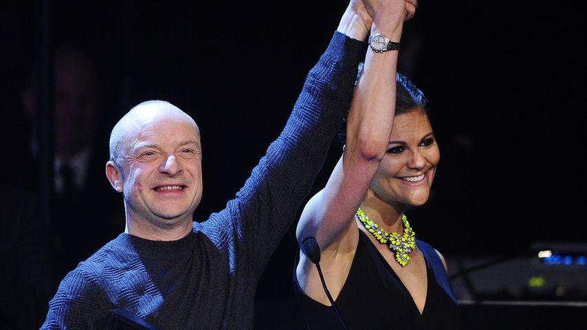 Preisträger Jonas Gardell und Prinzessin Victoria bei der QX Gala 2013