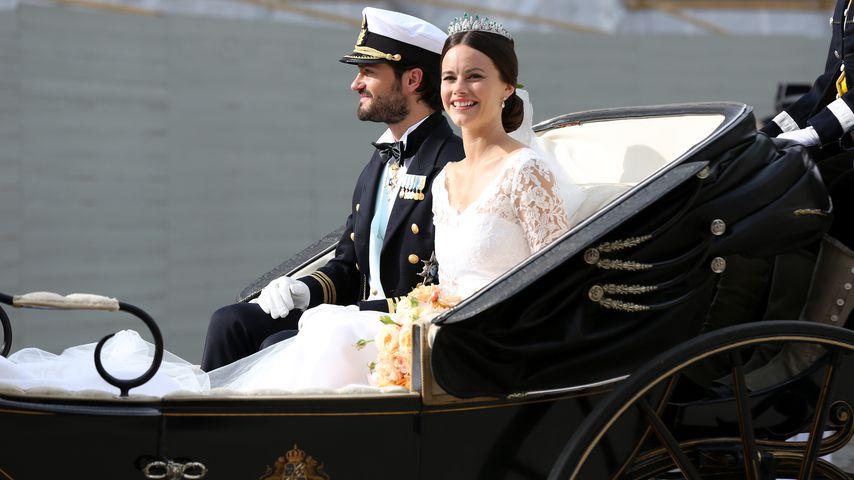 Prinz Carl Philip und Prinzessin Sofia von Schweden in ihrer Hochzeitskutsche