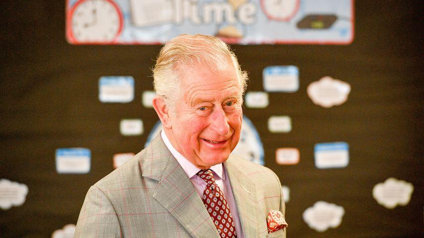Prinz Charles beim Besuch der Leighterton Primary School in Tetbury, Großbritannien