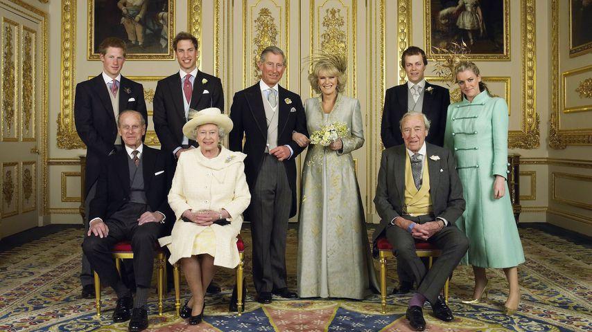 Prinz Charles und Camilla mit Kindern und Eltern bei ihrer Hochzeit