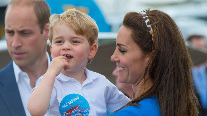 Prinz George mit seinen Eltern William und Kate bei einer Flugshow in England