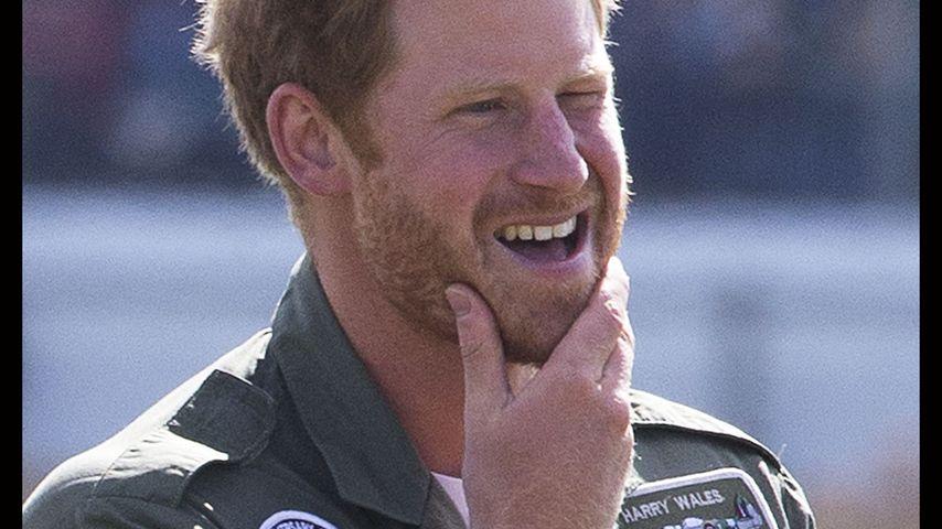 Rot und buschig: Prinz Harry ist jetzt Bartträger