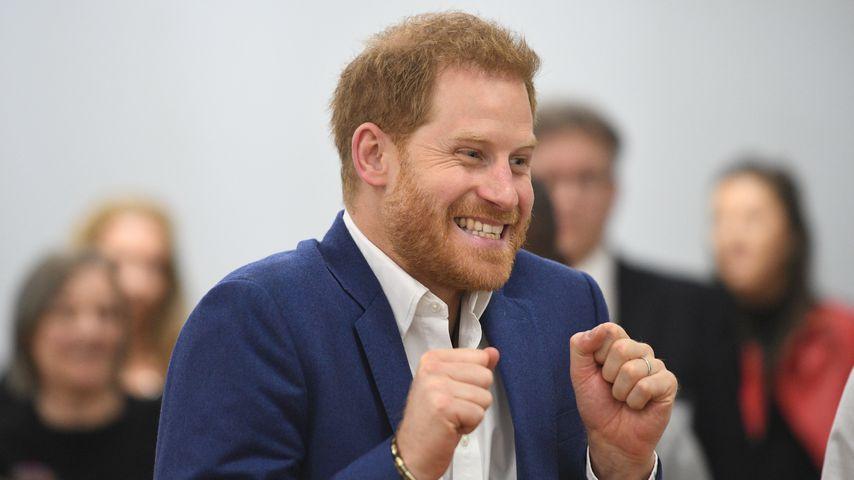 Trotz ernstem Anliegen: Prinz Harry strahlt bei Schulbesuch