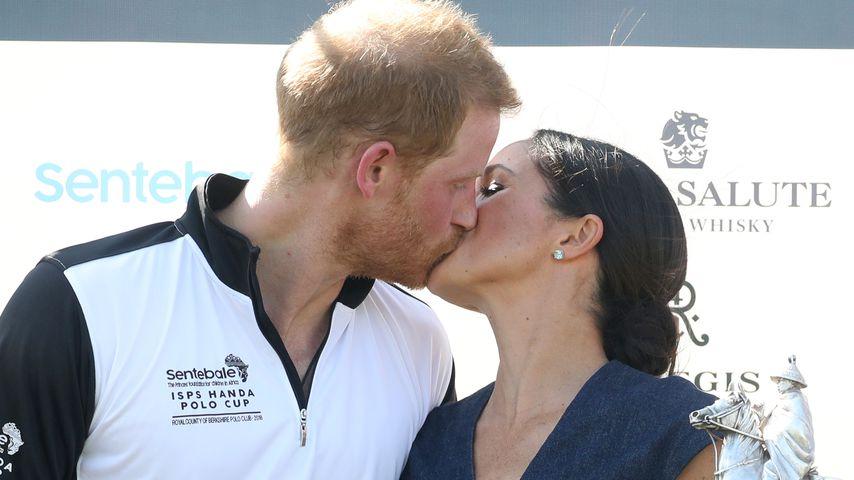 Nach Harry & Meghans Hochzeit: Erster Kuss in Öffentlichkeit