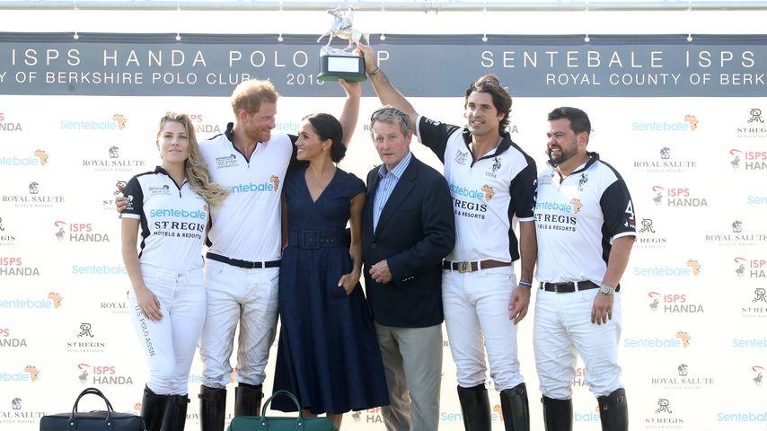 Prinz Harry und Herzogin Meghan gemeinsam mit dem Sentebale-Team