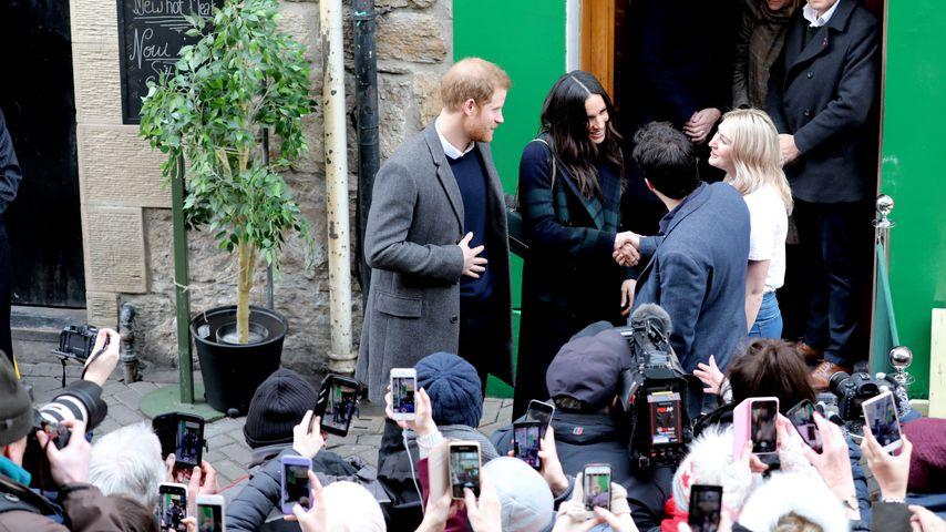 Prinz Harry und Meghan Markle am Social Bite Café in Edinburgh