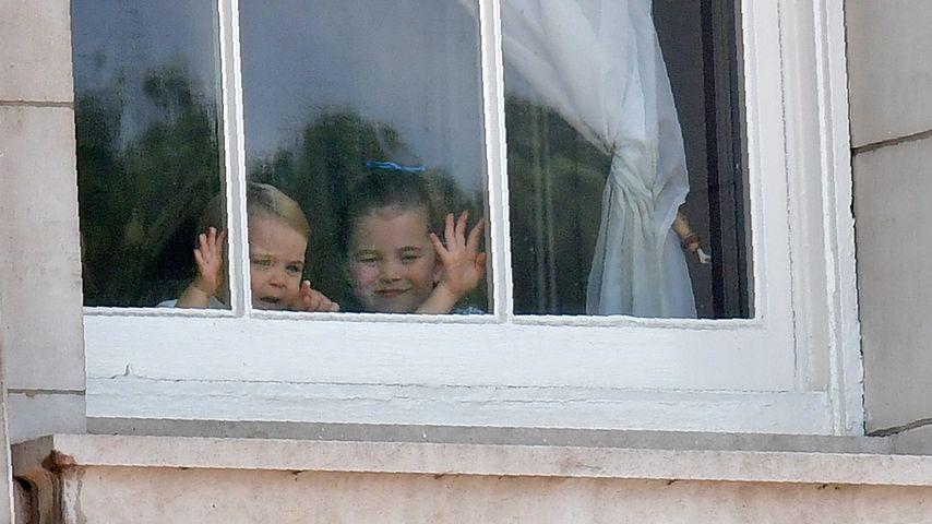Prinz Louis und Schwester Charlotte verfolgen die Trooping the Colour-Parade