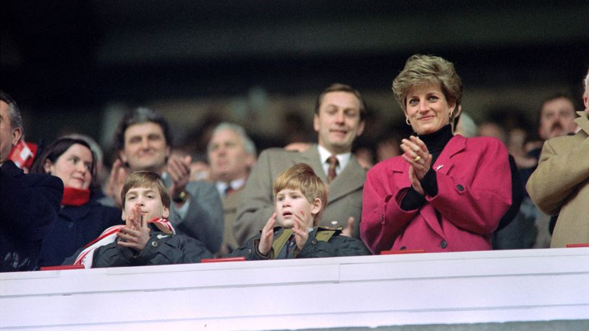 Prinz William, Prinz Harry und Prinzessin Diana im Februar 1992