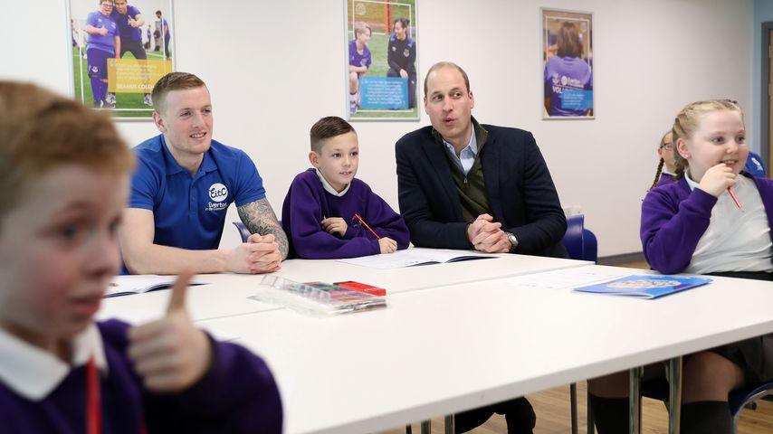 Prinz William spielt Emoji-Bingo mit Schulkindern und Fußballer Jordan Pickford