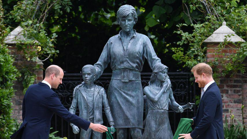 Prinz William und Prinz Harry enthüllen die Statue für Diana