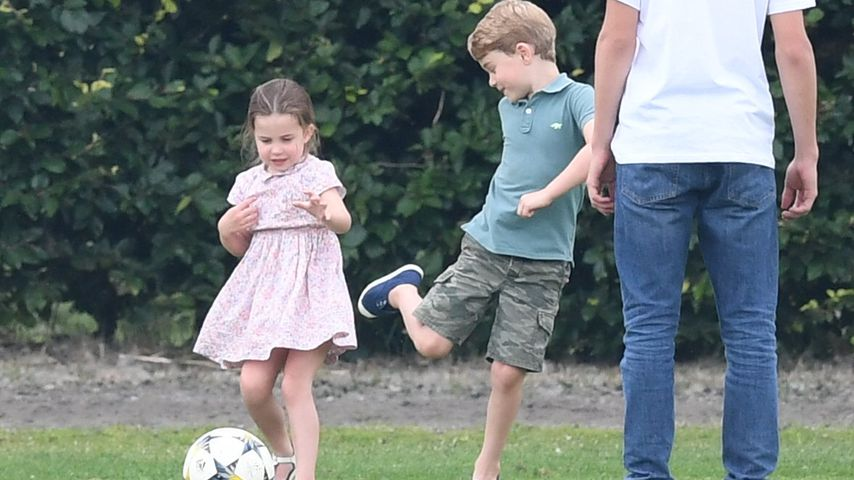 Olé! Prinzessin Charlotte und George kicken ganz ausgelassen