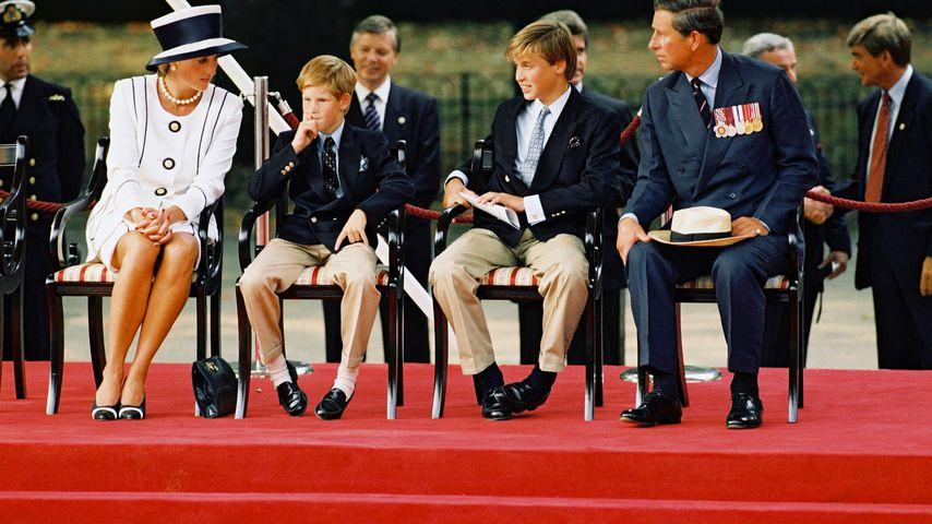 Prinzessin Diana, Harry, William und Charles in London im August 1995
