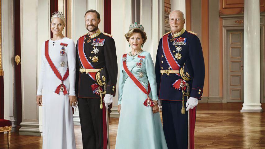 Prinzessin Mette-Marit, Prinz Haakon, Königin Sonja und König Harald von Norwegen