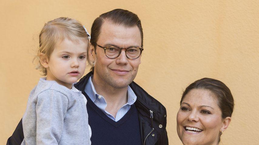Prinzessin Victoria von Schweden und Prinz Daniel mit Prinzessin Estelle