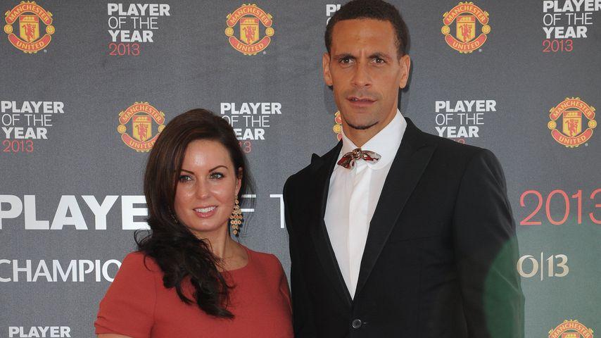 Fußballer Rio Ferdinand & Ehefrau Rebecca beim Manchester United Player of the Year Award 2013