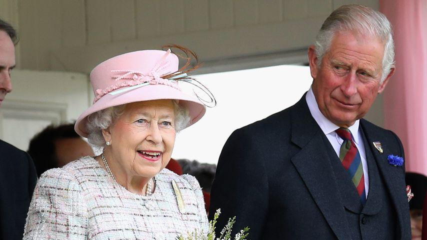 Queen Elizabeth II. und Prinz Charles in Schottland