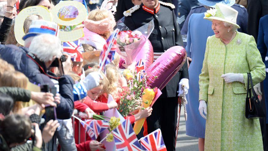 Queen Elizabeth: Blau für George & Rosa für Charlotte